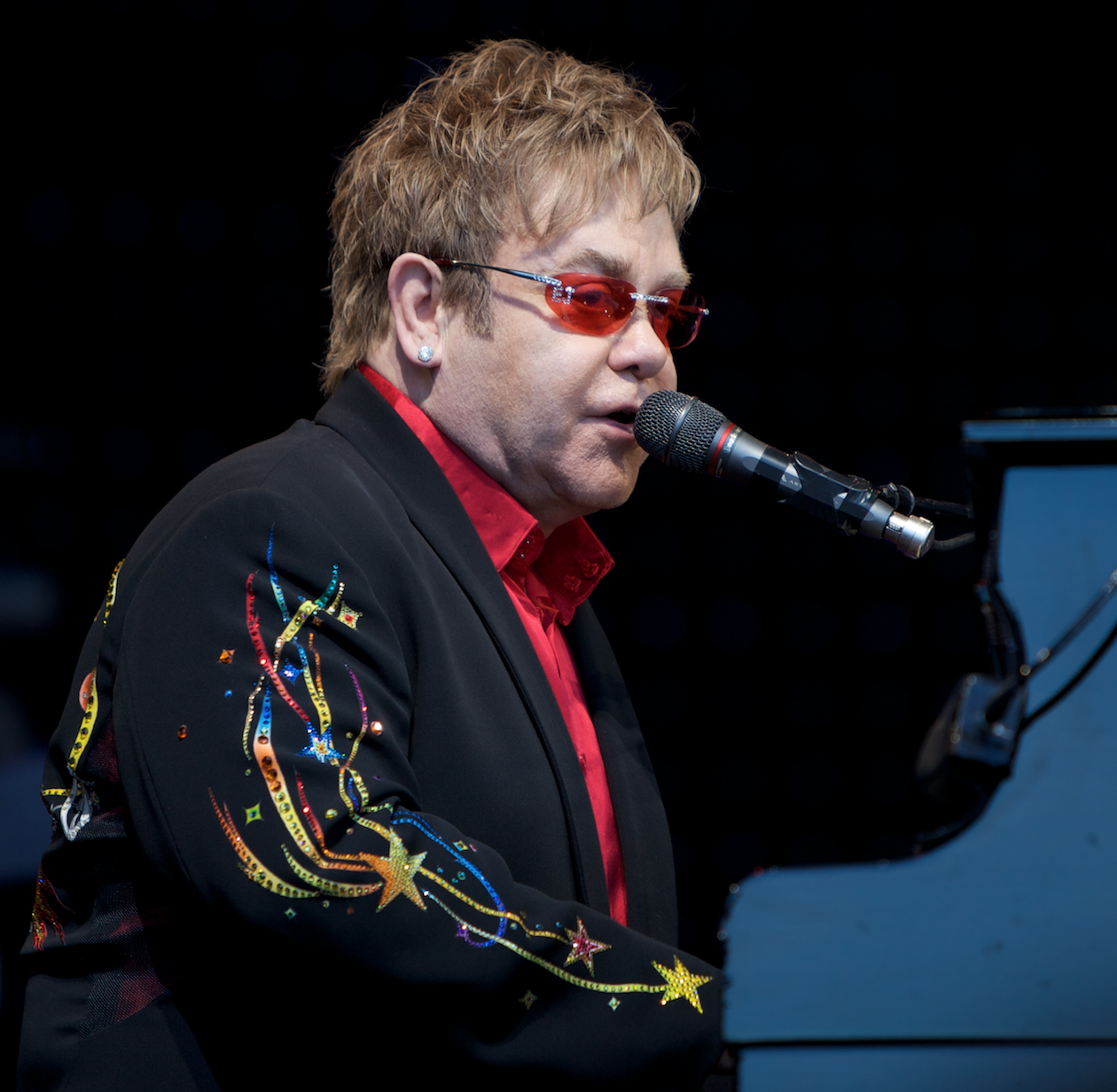Elton John Recovering From Potentially Deadly Infection | Lobster House