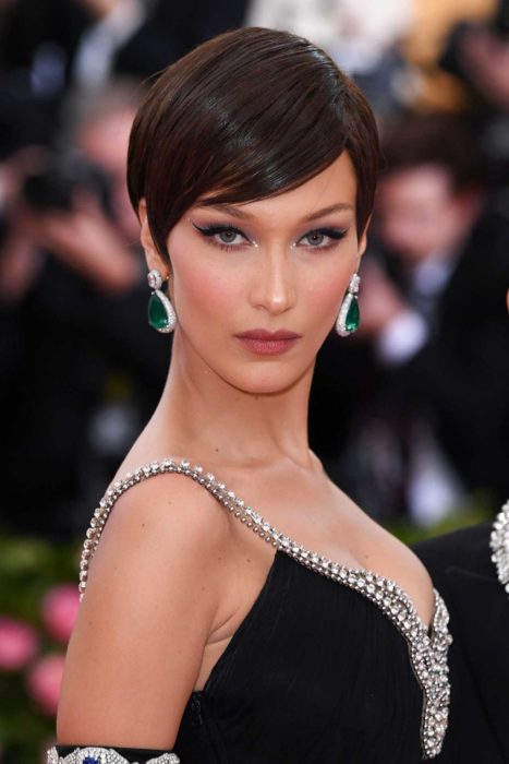 Bella Hadid met gala beauty